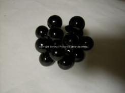 Balletjes op draad zwart +/- 12st - trosje +/- 12 balletjes Kerstballen 2 cm.