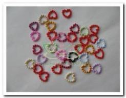Hartje van pareltjes +/- 1 cm. / 25 stuks. mix Hartje van pareltjes +/-