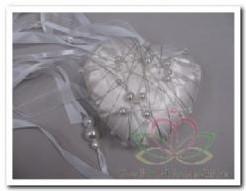 Decohart wit 14 cm. Met parels en linten Decohart wit 14