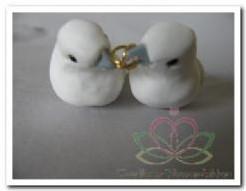 Duivenpaartje met pailetten en ringen 8. 5 cm. / paa Duivenpaartje m