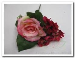 Corsage pick Lichtrose roosHortensia Skimmia Corsage pick Li