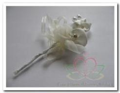 Satijnbloemen corsage -strass en parels CHAMP /2st Satijnbloemen c