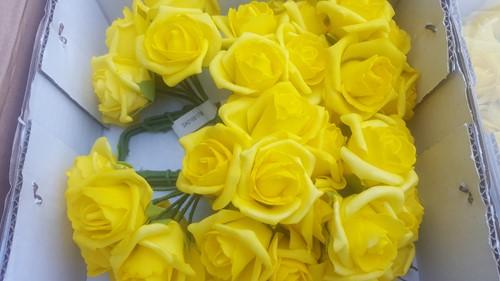 foam roos Elegant 5 cm. EchtGeel / doosje 48 Paasgeel