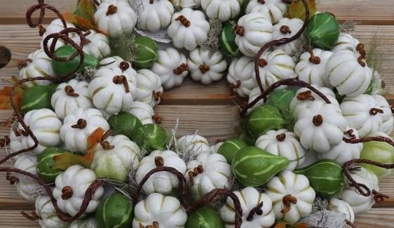 Krans van Witte Pompoentjes