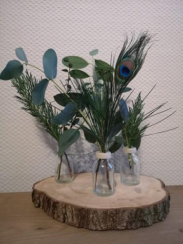 Boomschijf +3 Flesjes met geurende bloemen + Pauwveer in een doosje Een groet die iets doet