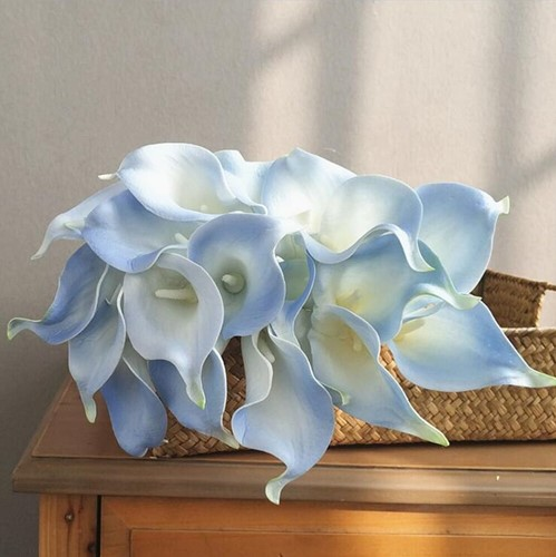 Calla Real Touch White light blue +/- 7 cm. en 37cm lang. / st Calla Real Touch +/- 7 cm.