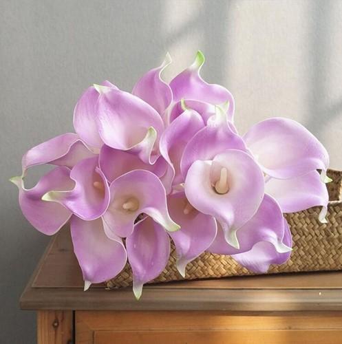 Calla Real Touch Lavendel +/- 7 cm. en 37cm lang. / st Calla Real Touch +/- 7 cm.