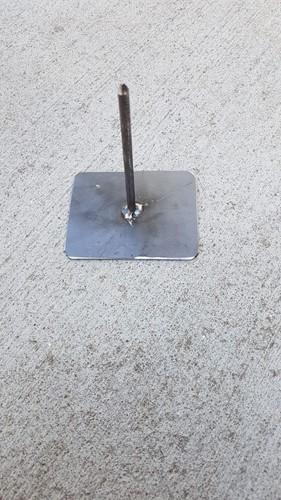 Metaalstaander Harlekijn klein: 10 bij 8 cm. Ongeveer 12 cm hoog Harlekijn standaard 1 pin