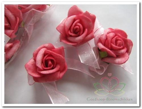 Mini foam roos 2 cm. Pink-Roze zelfklevend / pak Mini foam roos