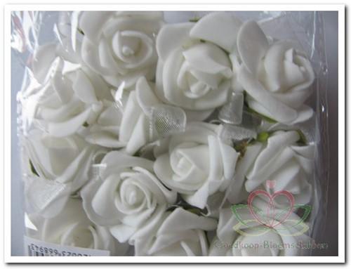 Mini foam roos 2 cm. Wit zelfklevend / pak Mini foam roos