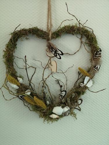 Pakket hart van wilgen D met schelpjes Wie draag jij een warm hart toe?