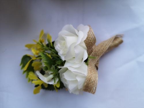 Luxe Corsage Wit met jute op pinclip Corsage Klaar