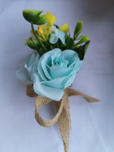 Luxe Corsage Ijsblauw met jute op pinclip Corsage Klaar