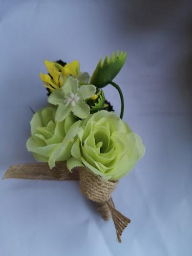 Luxe Corsage Groen met jute op pinclip Corsage Klaar