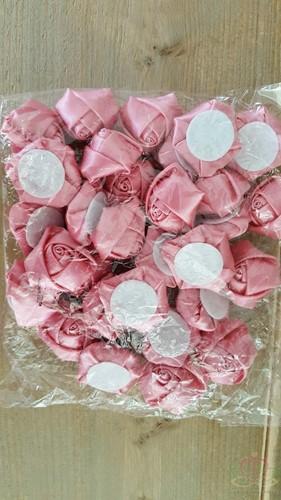 Satijnroos broche bruidsboeket 3, 5-4cm. +/-10 stuks. OUDroze- B foam roos