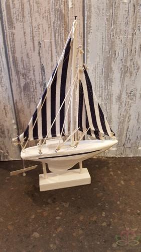 Maritiem Zeilboot blauw/wit 23x14cm. Maritiem Zeilboot 23*14c