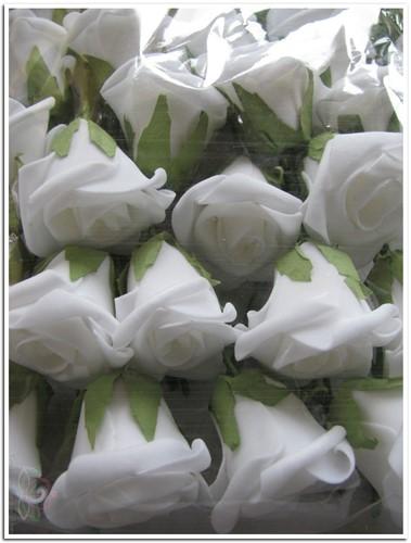 Foamroos +/-5 cm. BULK 250 stuks. wit (spierwit) foamroos +/-5 cm.